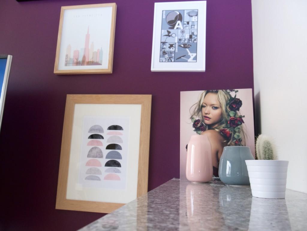 mur de cadre peinture aubergine violet
