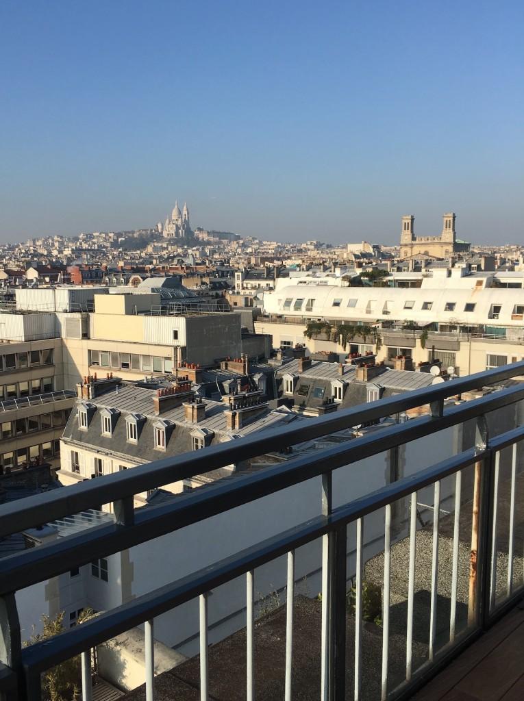 montmatre et toits de Paris clemaroundthecorner