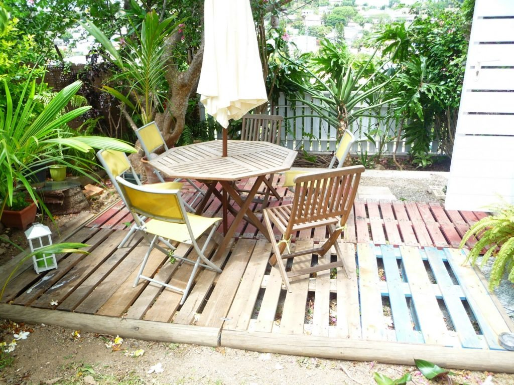 Faire une terrasse en palette blog d co clem around the corner for Que peut on faire avec des palette en bois
