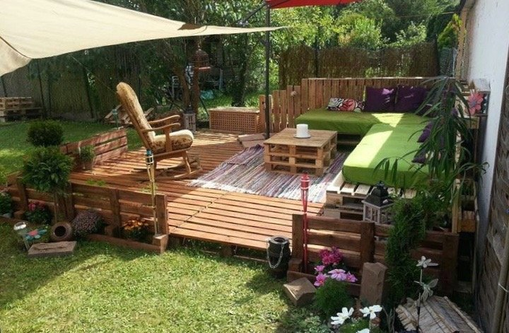 Faire une terrasse en palette blog d co clem around the - Construire une table de jardin ...