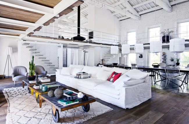 une ancienne usine transform e en maison clem around the corner. Black Bedroom Furniture Sets. Home Design Ideas