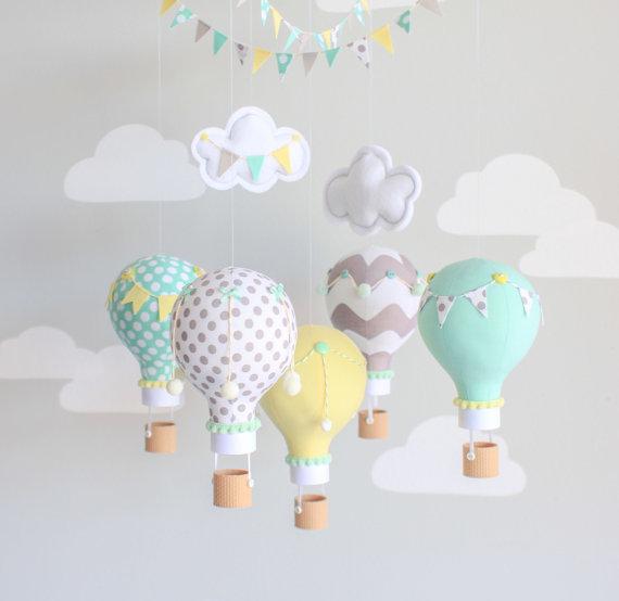 mobile enfants diy montgolfiere tissu