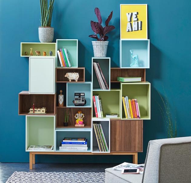 salon bibliothèque cube modulable mur bleu canard paon - blog design -clemaroundthecorner