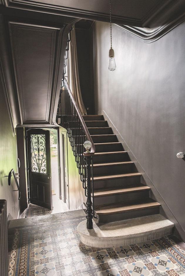 cage d'escalier gris réglisse peinture