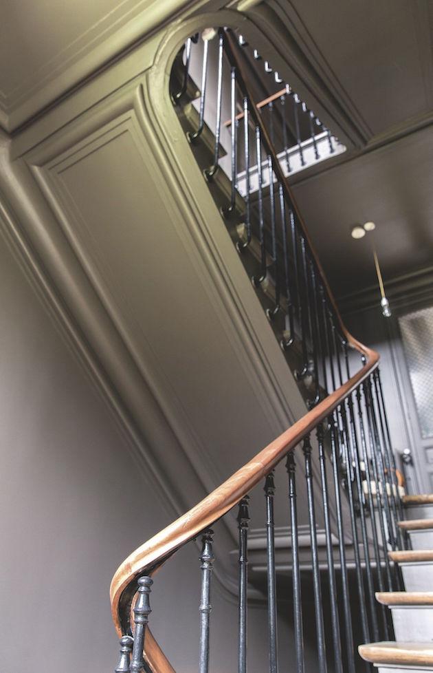 escalier maison ancienne gris peinture murale taupe