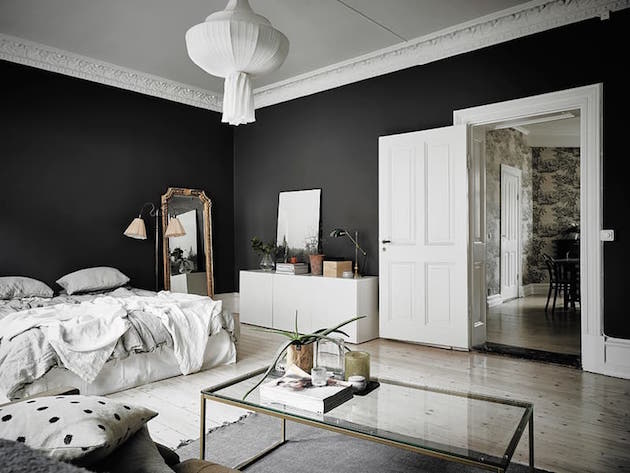 mur noir en d co visite d 39 un appartement incroyable clem atc. Black Bedroom Furniture Sets. Home Design Ideas