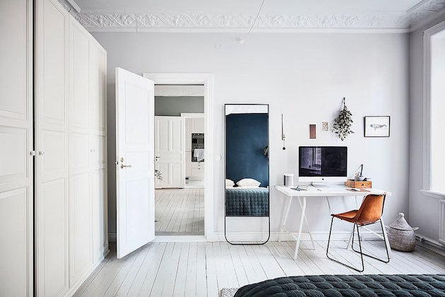 mur bleu chambre parquet blanchi