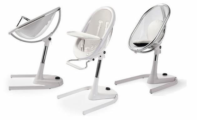 Chaise haute design en verre forme oeuf cocoon plastique forme futuriste position allongé