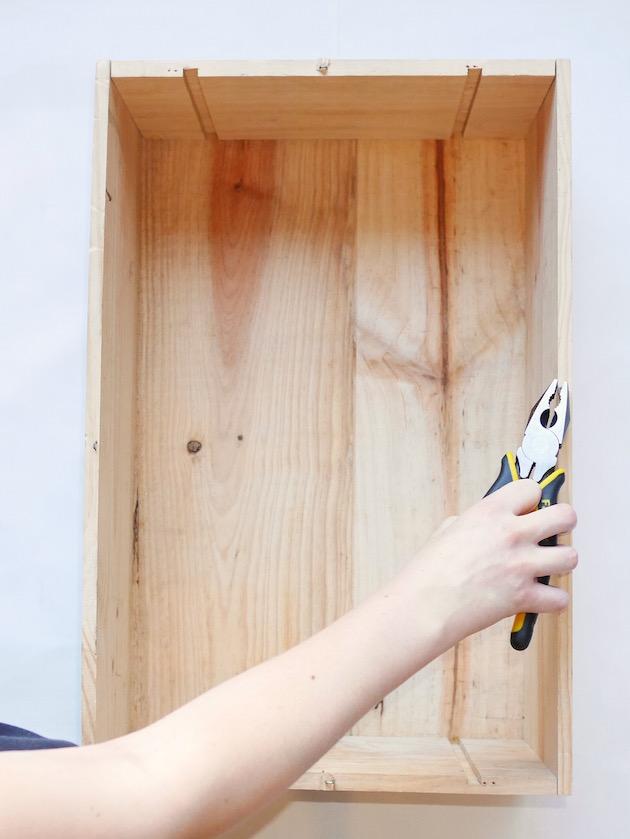 Deco caisse a vin table de nuit DIY Clem Around The Corner