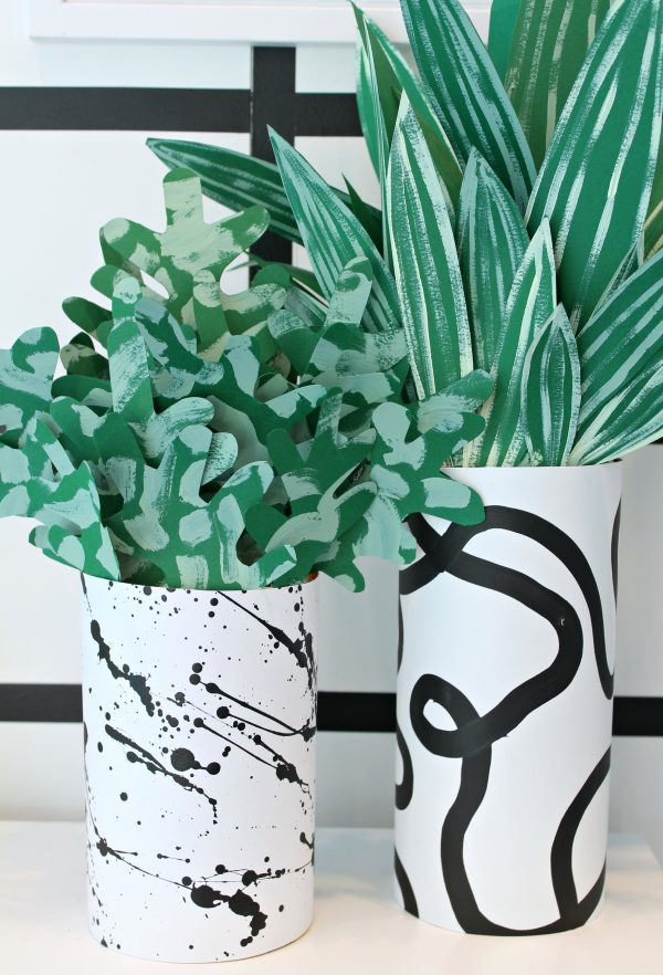 cache pot mouchetté et plante en papier