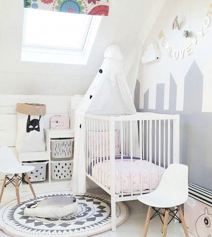 Chambre scandinave enfant blanche et grise