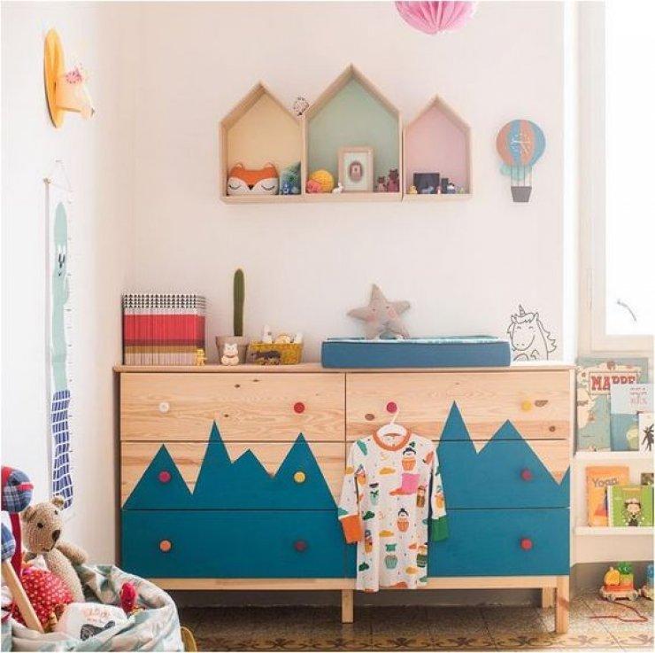 chambre enfant DIY coloré et pleine de rangement