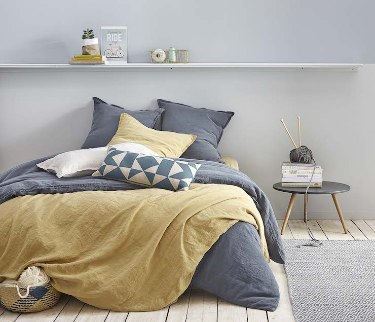 chambre jaune moutarde cosy gris clair