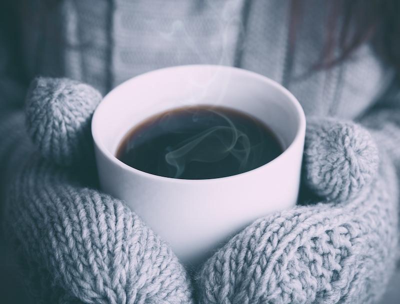 tasse de café chaud hiver mouffle laine tricoté