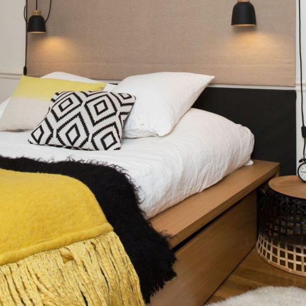 chambre jaune moutarde et noire decoration ethnique