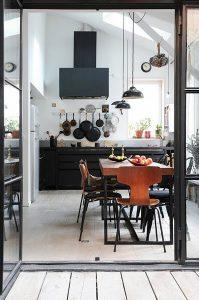 cuisine noire lumineuse moderne