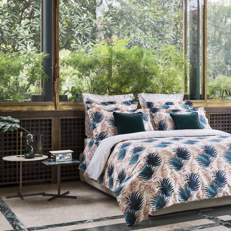 chambre tropicale motif feuille palmier bleu canard drap