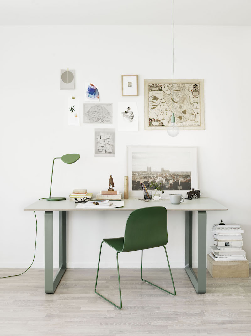 Table 70-70 transformée en bureau Muuto