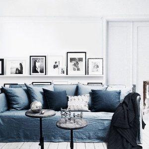 salon blanc scandinave canapé lin bleu marine