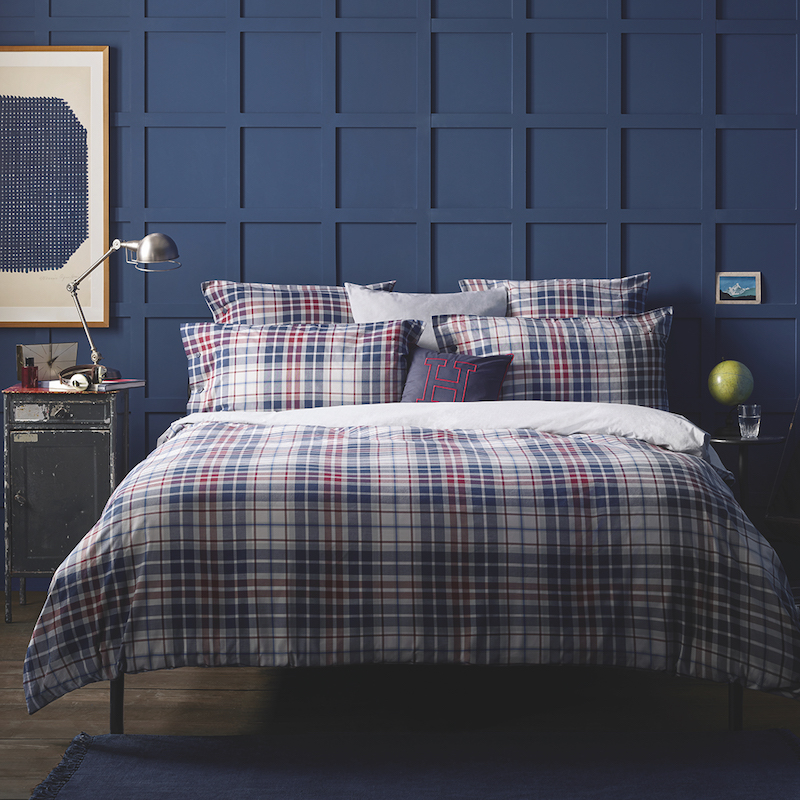 chambre déco tartan motif bleu et rouge rayures