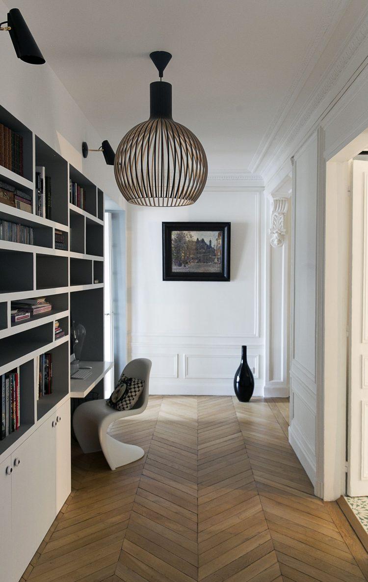 coin bureau bibliotheque couloir design noir blanc parquet chevron