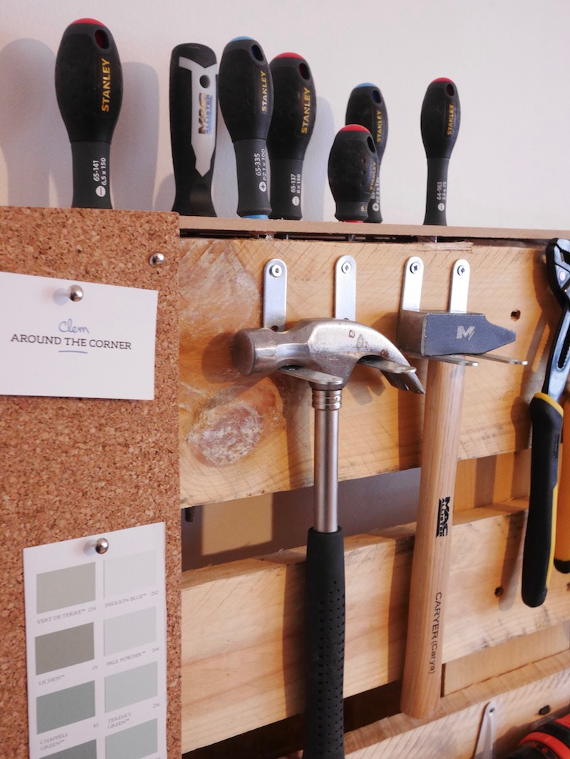 Fabriquer son rangement mural pour outils de bricolage en - Outil pour deplacer meuble ...