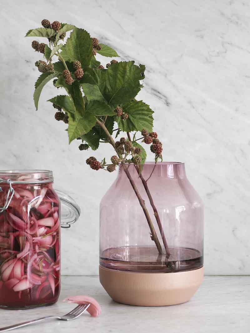 Vase rose terracotta et verre Muuto