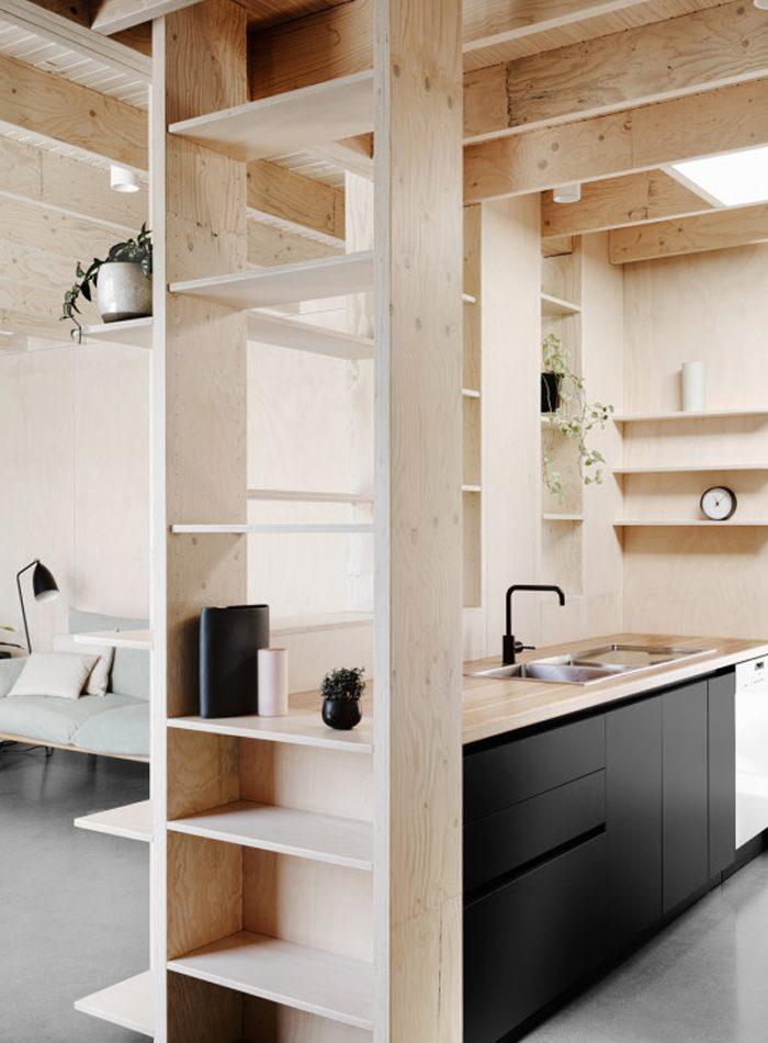 meuble en contreplaqué de cuisine avec etagere murale