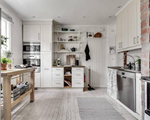 grande cuisine blanche parquet ancien repeint