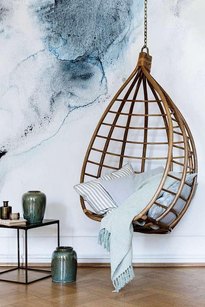 papier peint tie and dye fauteuil suspendu balançoire intérieure hygge slow living - blog déco - Clem Around The Corner