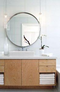 salle de bain style minimaliste grace au rangement en contreplaqué