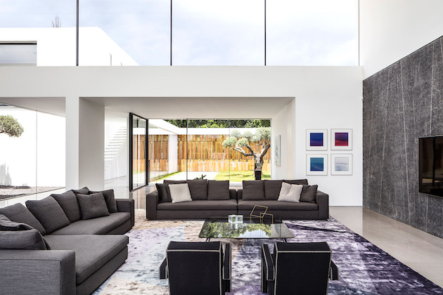 salon minimaliste maison transparente en verre