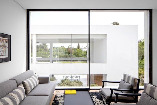 coin lecture minimaliste maison transparente en verre