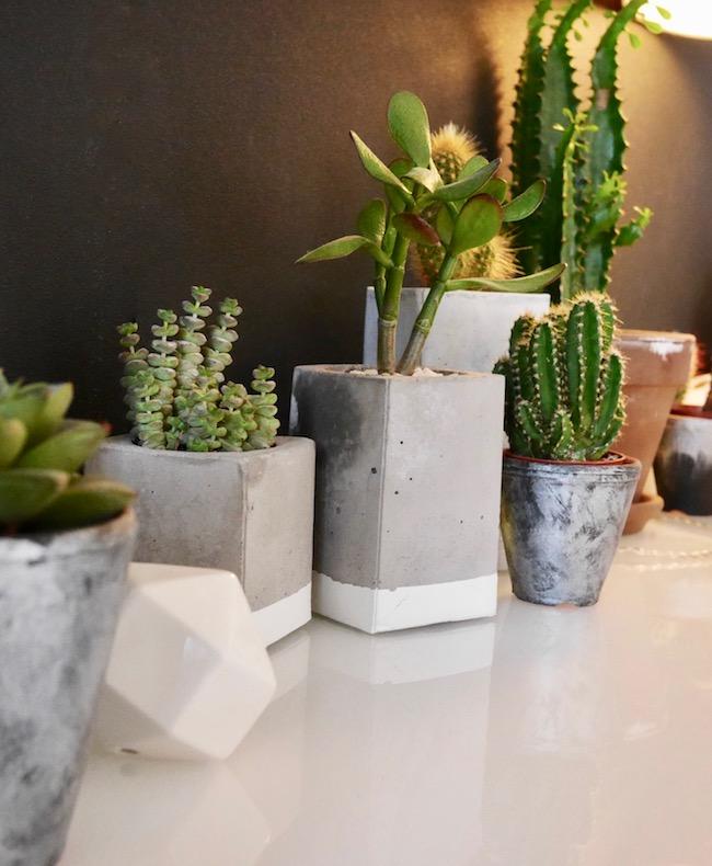 cache-pot beton brique de lait salon noir clemaroundthecorner
