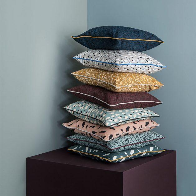 tas de coussins motif granito
