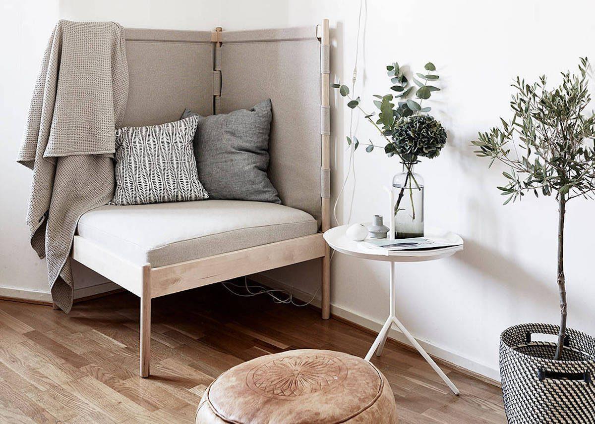 fauteuil d'angle dans un coin