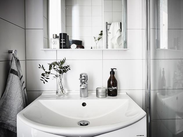 salle de bain minimaliste grise noire blanche