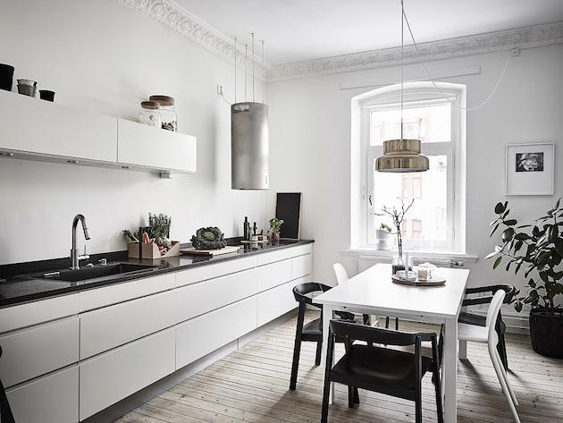 salle a manger cuisine blanche retour à Göteborg