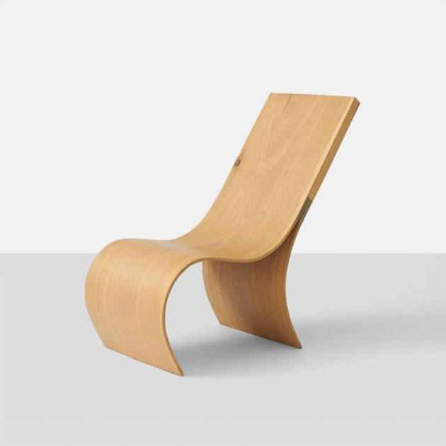chaise longue design faite d'une seule piece de bois