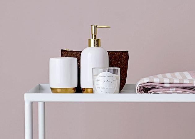 joli flacon de salle de bain blanc et doré