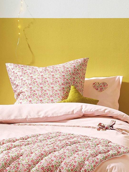 déco printemps lit liberty rose motif fleur