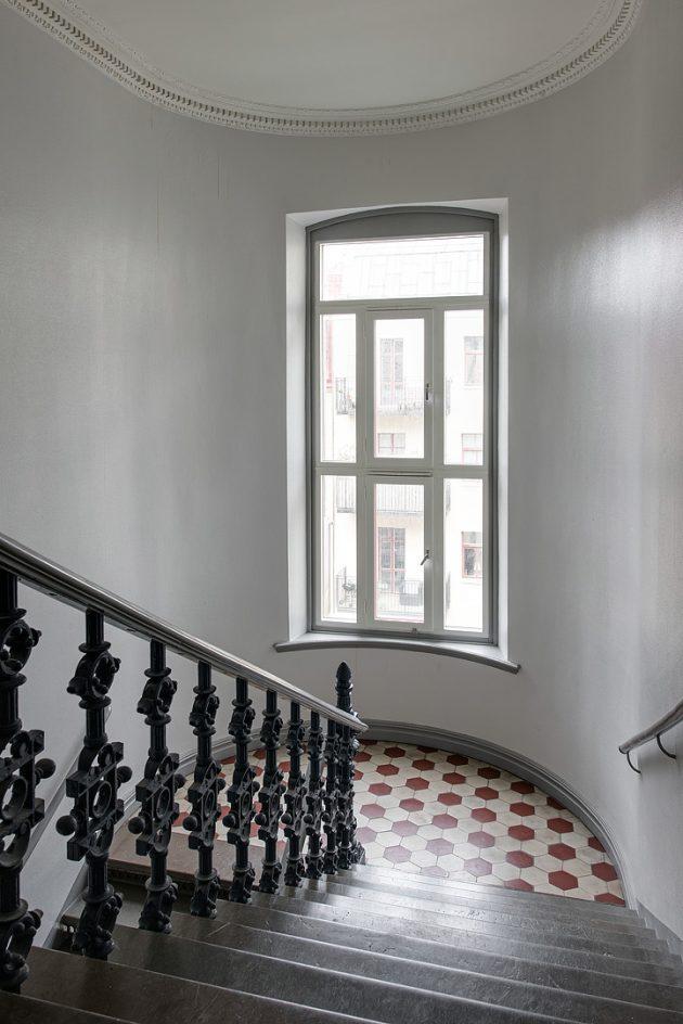 escalier immeuble 1800 carrelage hexagone moulure