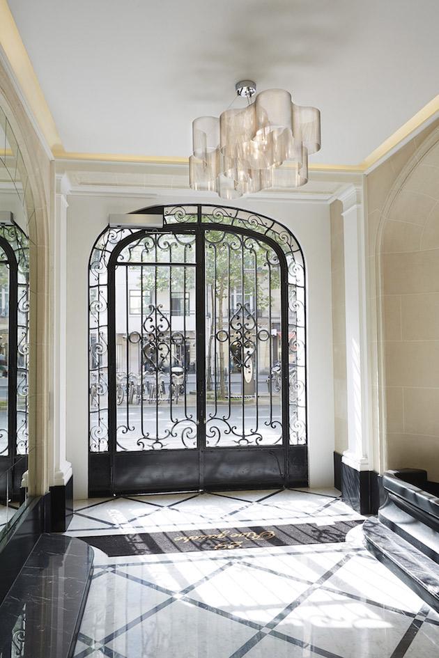 hall entrée immeuble arisien colonne haussmann