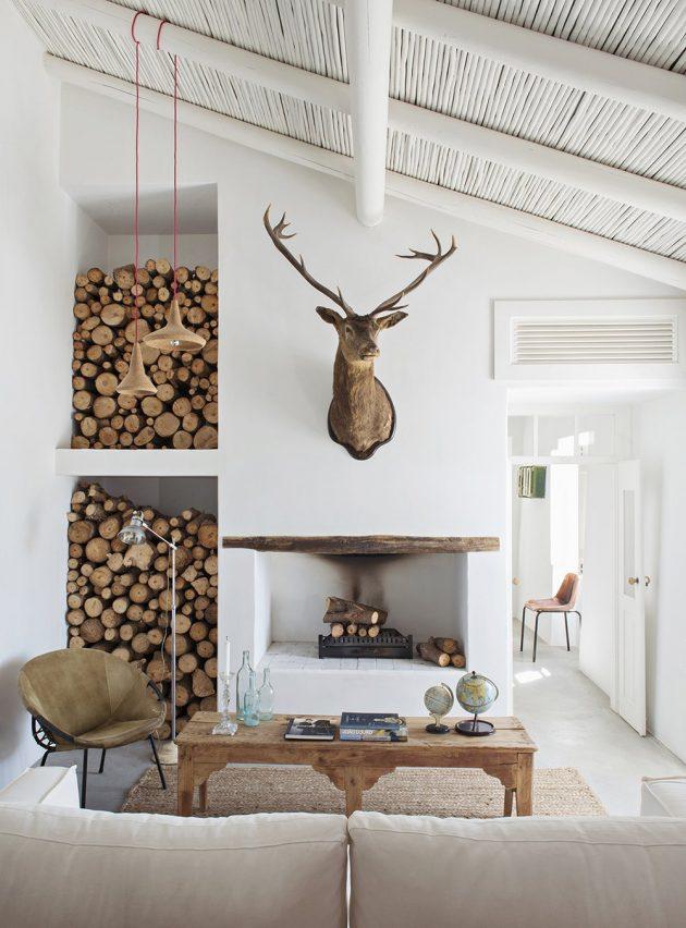 créer une ambiance cosy dans le salon avec un mur de buches de rotins de bois