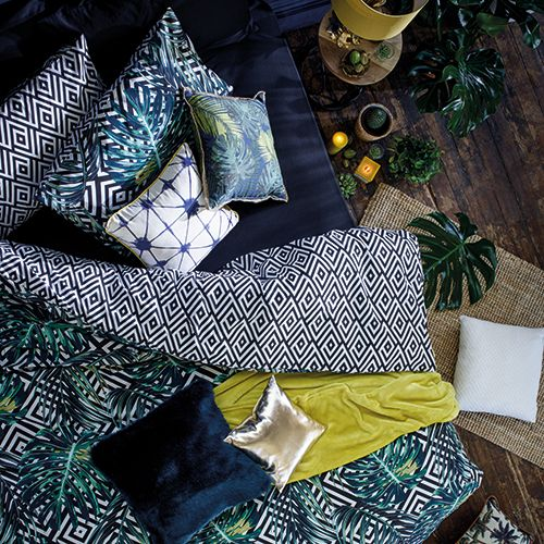 chambre tropicale linge lit coussins couette couleurs