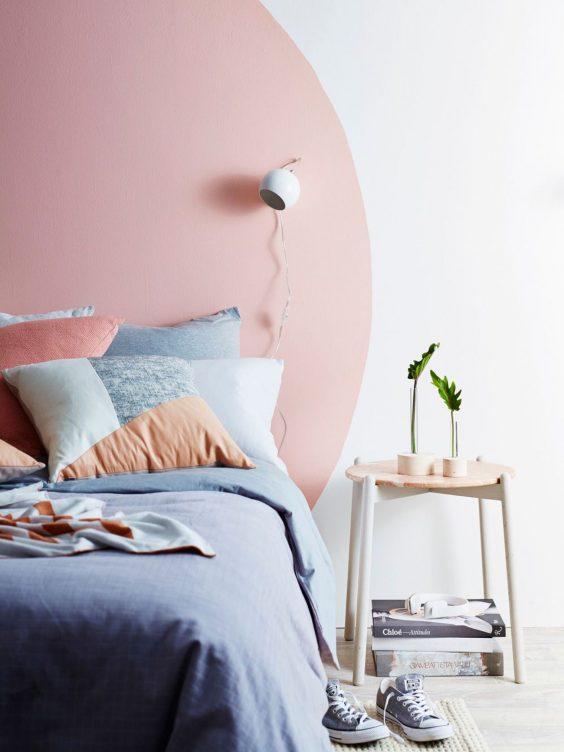tete de lit en peinture ronde rose