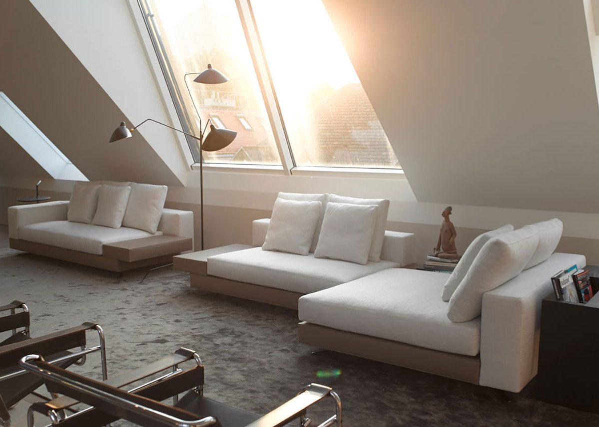 Visite déco : un appartement minimaliste sous les toits