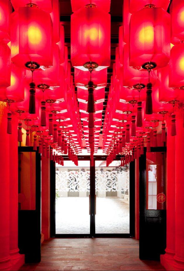 buddha bar hotel paris entree lanterne chinoise