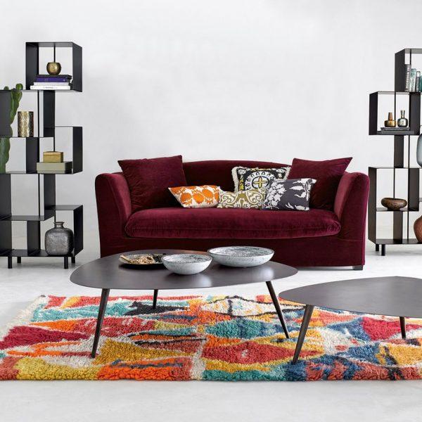 idée décoration canapé en velours framboise