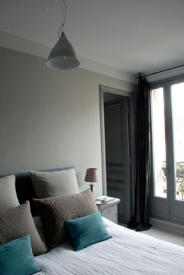 chambre masculine grise et taupe